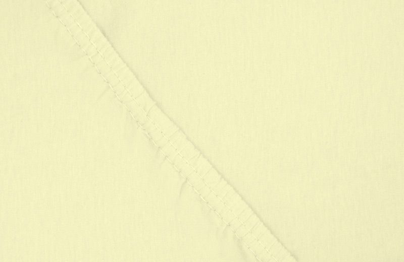 Простыня на резинке Ecotex, цвет: желтый, 180 х 200 см74-0060Здоровый сон – залог хорошего самочувствия на протяжении всего дня. Простыня на резинке по всему периметру – это очень удобно! Она всегда ровно, без единой морщинки, застилает матрас. Легко заправляется и фиксируется с помощью «юбки» с резинкой по всему периметру. Нежное прикосновение к телу бархатного на ощупь хлопка, мягкая фактура ткани – вот основное преимущество трикотажных простыней на резинке. Они практичны в уходе, не требуют глажения после стирки, мягкие, экологичные, защищают матрас от загрязнений.