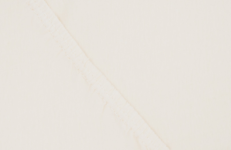 Простыня на резинке Ecotex Поплин, цвет: ванильный, 160 х 200 смS03301004Простыня на резинке по всему периметру – это очень удобно! Она всегда ровно, без единой морщинки, застилает матрас. Легко заправляется и фиксируется с помощью «юбки» с резинкой по всему периметру. Нежное прикосновение к телу бархатного на ощупь хлопка, мягкая фактура ткани – вот основное преимущество трикотажных простыней на резинке. Они практичны в уходе, не требуют глажения после стирки, мягкие, экологичные, защищают матрас от загрязнений.