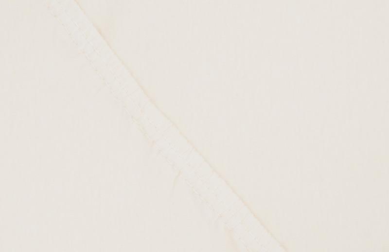 Простыня на резинке Ecotex Поплин, цвет: ванильный, 200 х 200 смS03301004Простыня на резинке по всему периметру – это очень удобно! Она всегда ровно, без единой морщинки, застилает матрас. Легко заправляется и фиксируется с помощью «юбки» с резинкой по всему периметру. Нежное прикосновение к телу бархатного на ощупь хлопка, мягкая фактура ткани – вот основное преимущество трикотажных простыней на резинке. Они практичны в уходе, не требуют глажения после стирки, мягкие, экологичные, защищают матрас от загрязнений.