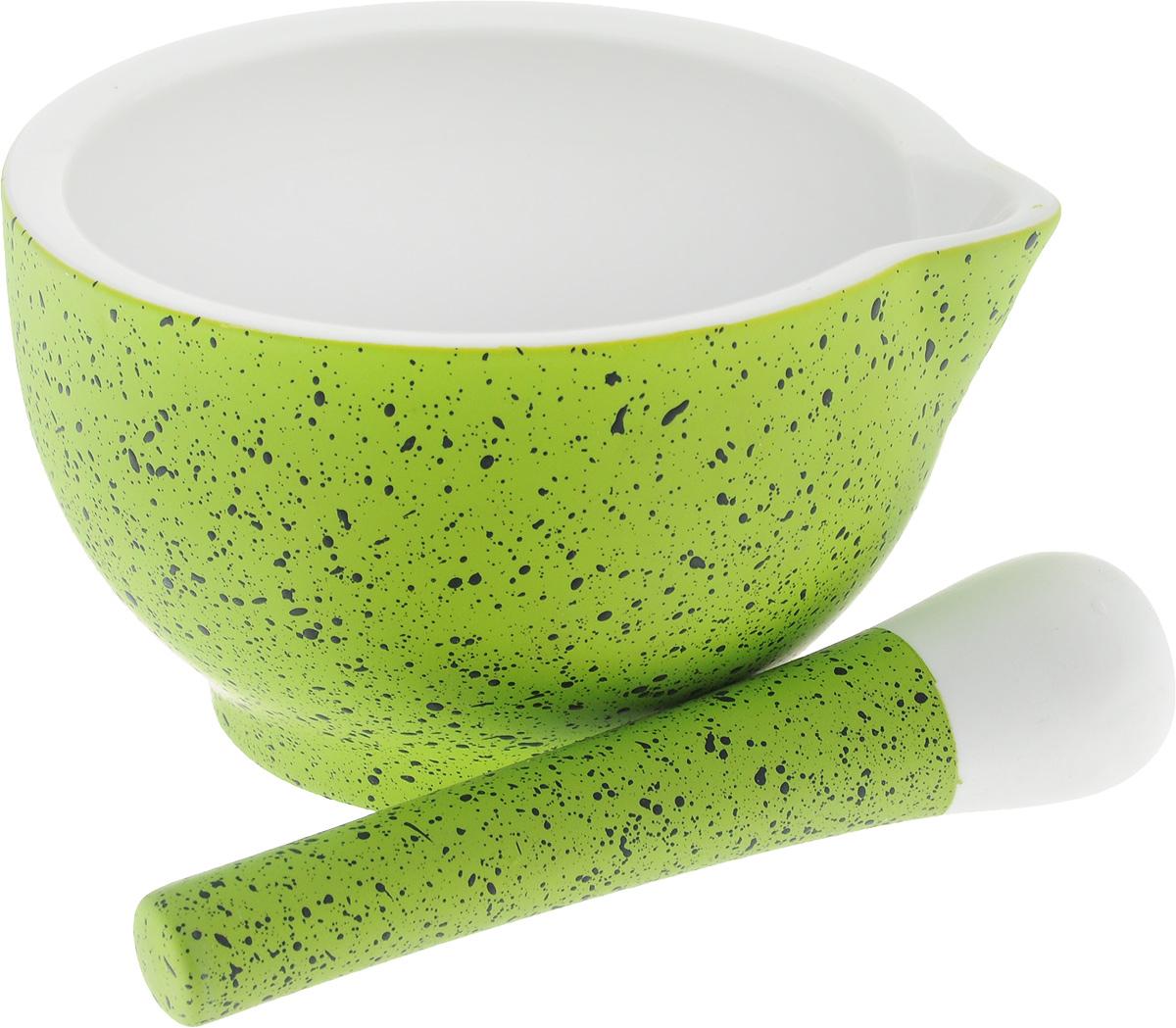 Ступка с пестиком BartonSteel, цвет: салатовый, белый. 1201BS115510Ступка с пестиком BartonSteel выполнены из высококачественного фарфора. Внешние стенки ступки и ручка пестика имеют приятное на ощупь прорезиненное покрытие. Внутренняя поверхность ступки и рабочая часть пестика имеют шероховатую поверхность без глазури, что необходимо для эффективного измельчения. Ступка дополнительно снабжена носиком. Изделия предназначены для измельчения различных специй и трав, орехов, чеснока, каперсов и многого другого. С таким набором вы с легкостью добьетесь необходимой вам степени измельчения.Предметы можно мыть в посудомоечной машине. Диаметр ступки: 15 см. Высота ступки: 8,5 см. Длина пестика: 15 см.