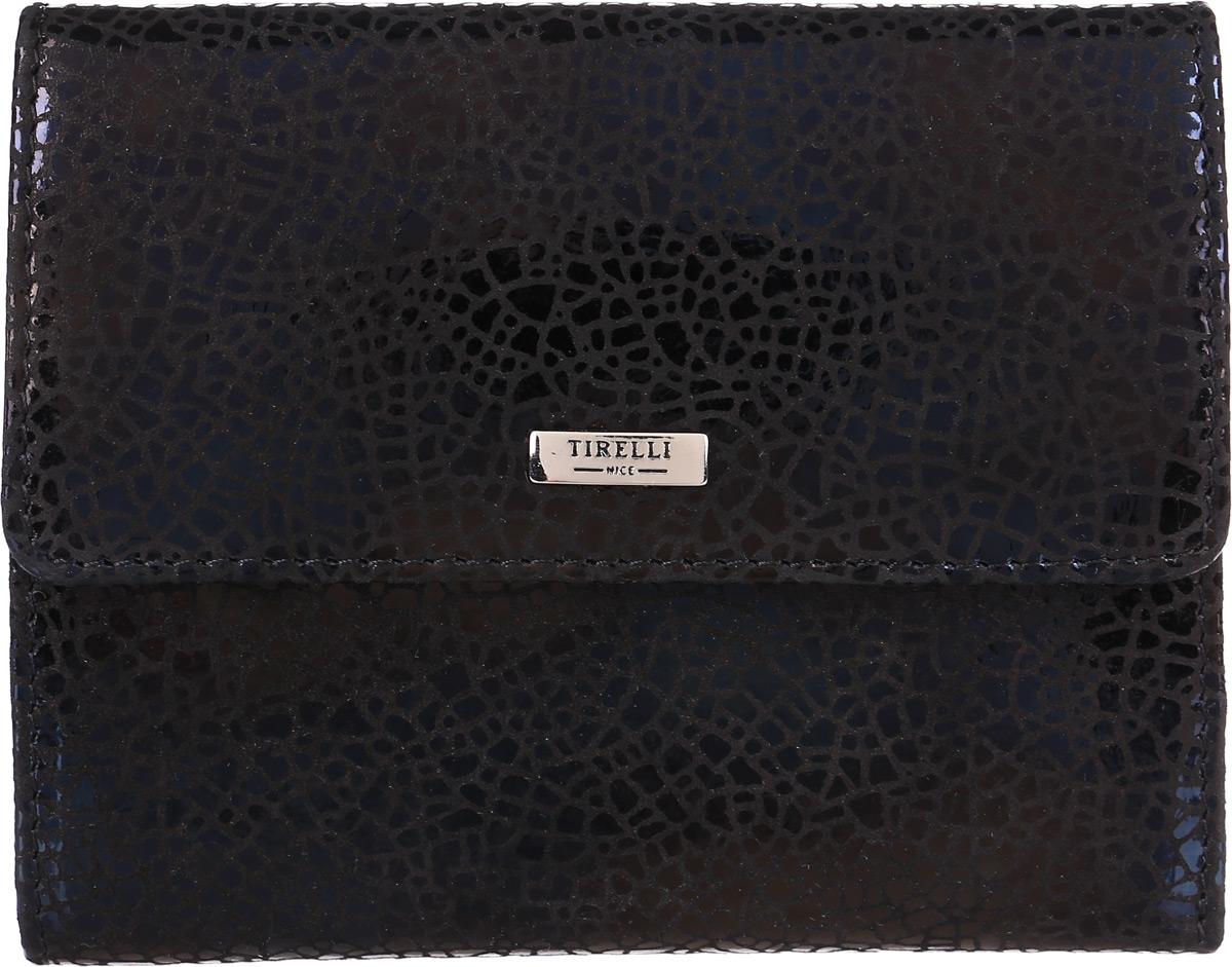 Портмоне женское Tirelli, цвет: черный. 15-314-30ERJAA03224-WBT0Женское портмоне Tirelli изготовлено из лаковой натуральной кожи с декоративным тиснением под рептилию. Закрывается портмоне при помощи клапана на кнопку. С задней стороны лицевой поверхности портмоне имеется дополнительный карман.Внутри содержится два отделения для купюр, четыре кармашка для пластиковых карт, четыре потайных кармашка для мелких бумаг, монетница на кнопке и откидное отделение с двумя потайными кармашками, четырьмя кармашками для пластиковых карт и сетчатым окошком
