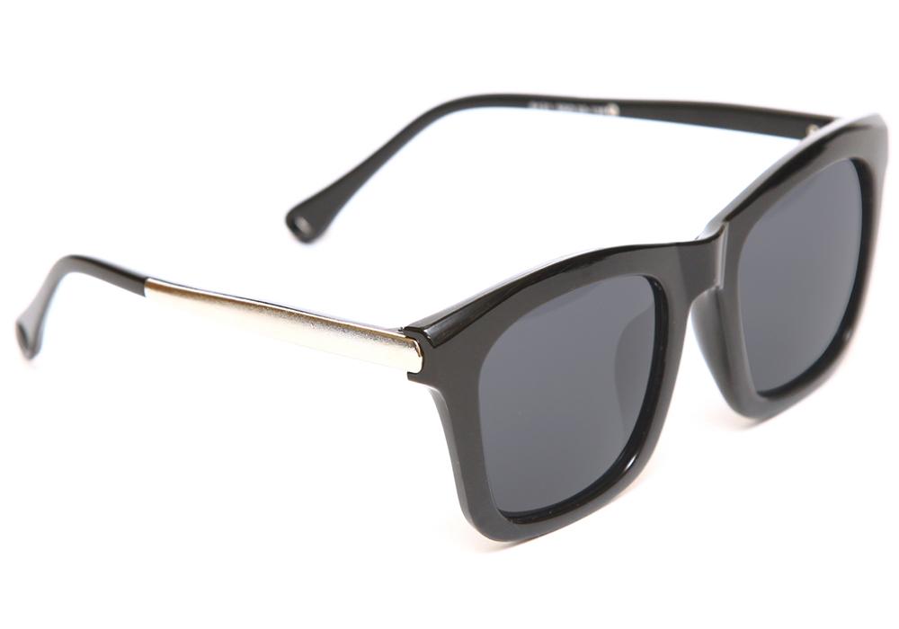 Очки солнцезащитные Proffi, цвет: черный. PH6317BM8434-58AEСолнцезащитные очки Proffi выполнены из качественного материала. Линзы очков не пропускают вредоносные солнечные лучи, повышают контрастность цветовосприятия, не искажают изображение. Легкая и комфортная оправа выполнена из пластика.Такие очки подчеркнут вашу индивидуальность и сделают ваш образ завершенным.