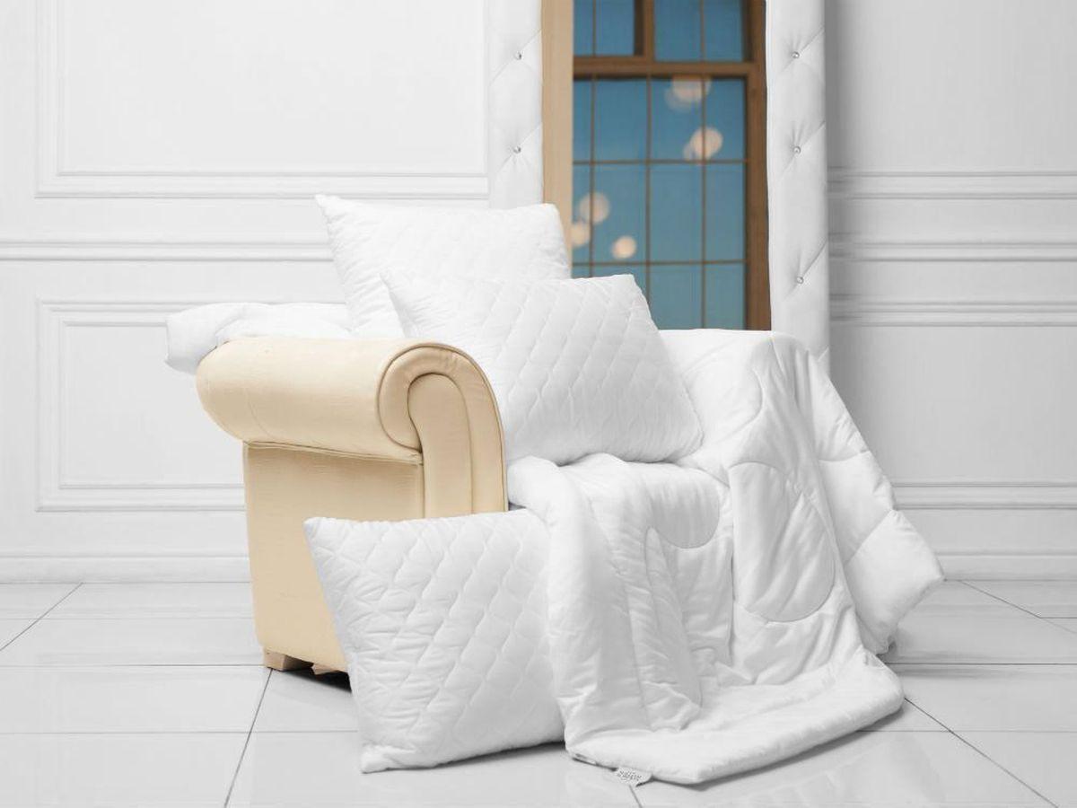 Одеяло легкое William Roberts Sensual Tencel, наполнитель: эвкалиптовое волокно, 155 х 200 см10503Легкое одеяло William Roberts Sensual Tencel с наполнителем из эвкалиптового волокна подарит вам спокойный и здоровый сон.Эвкалиптовое волокно обладает антибактериальными свойствами и абсолютно гипоаллергенно. Отлично впитывает и испаряет влагу, обеспечивает великолепный теплообмен.Чехол одеяла выполнен из эвкалиптового сатина (100% тенсел). Одеяло простегано и окантовано. Стежка надежно удерживает наполнитель внутри и не позволяет ему скатываться. Плотность наполнителя: 150 г/м2.Размер: 155 х 200 см.