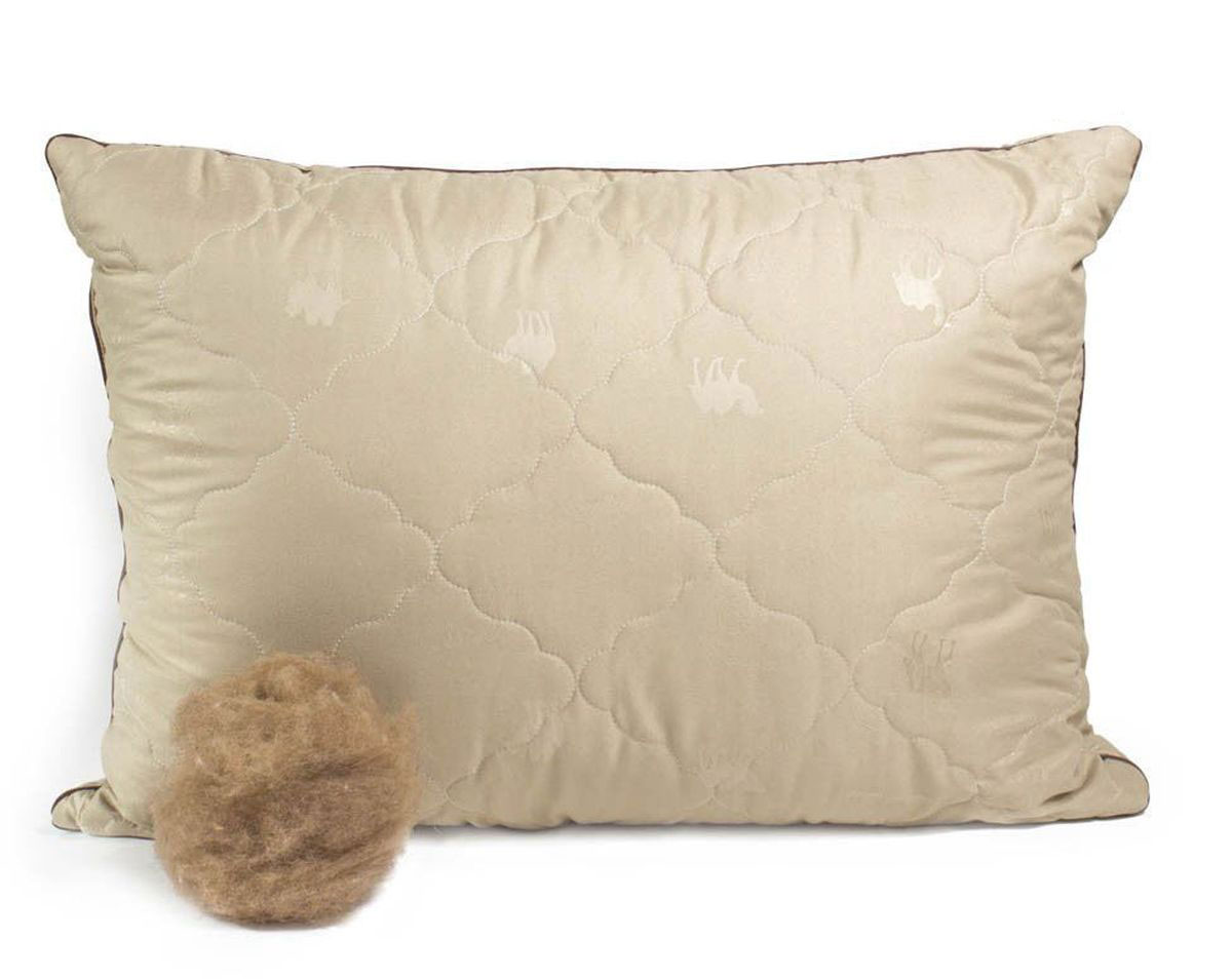 Подушка Peach, средняя, наполнитель: верблюжья шерсть, 50 х 70 смБрелок для ключейСредняя подушка Peach прекрасно подойдет тем, кто спит на спине. Наполнитель чехла выполнен из верблюжьей шерсти. Верблюжья шерсть славится своим прекрасным согревающим эффектом, так как способна долгое время сохранять тепло. Она помогает снять стресс и улучшить сон. Помимо этого, такая шерсть отличается терморегулирующим свойством и гигроскопичностью, то есть отлично пропускает воздух благодаря структуре своих волосков. Наполнитель ядра подушки - силиконизированное волокно (искусственный лебяжий пух). Чехол выполнен из микрофибры (100% полиэстер). Подушка простегана и окантована. Стежка надежно удерживает наполнитель внутри и не позволяет ему скатываться.