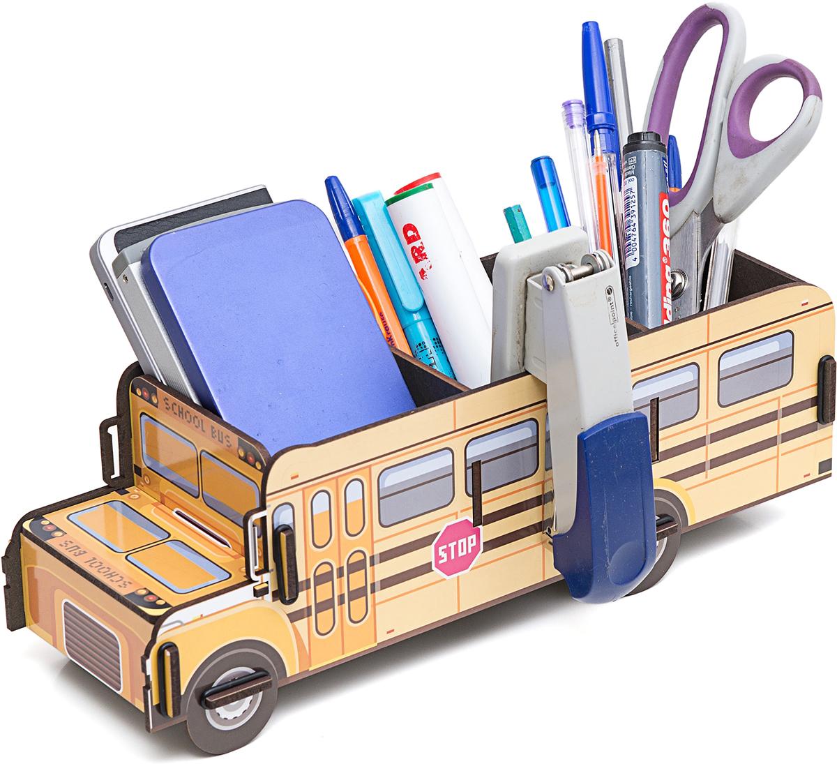 Органайзер на стол Homsu School Bus, 28,5 х 9,8 х 10,5 смБрелок для ключейНастольный органайзер в виде школьного автобуса – это не только способ хранения канцелярских принадлежностей, но и настоящее украшение интерьера. Органайзер выполнен из МДФ и имеет необычный дизайн.