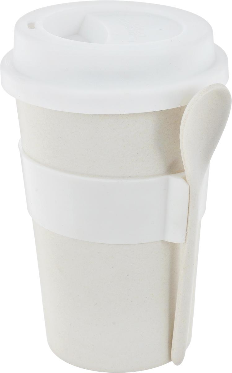 Кружка кофейная BergHOFF Cook&Co, с ложкой, цвет: молочный, 500 мл391602Кружка кофейная BergHOFF Cook&Co выполнена из бамбукового волокна в виде бумажного стаканчика. Корпус снабжен силиконовой вставкой, благодаря которой вы не обожжете руки. Крышка с отверстием для питья также выполнена из силикона. В комплекте поставляется ложка. Такая кружка позволит взять кофе с собой куда угодно. Она практичная, качественная и компактная. С ней вы всегда сможете насладиться вашим любимым напитком. Можно мыть в посудомоечной машине. Нельзя использовать в СВЧ. Диаметр (по верхнему краю): 9 см. Высота кружки (без крышки): 13 см. Высота кружки (с крышкой): 15 см. Длина ложки: 13,5 см.