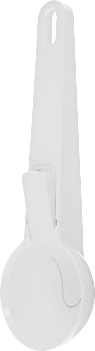 Ложка для мороженого Metaltex Igloo, цвет: белый, длина 19,5 см115510Ложка для мороженого Metaltex Igloo, изготовленная из пищевого пластика, предназначена для формирования шариков из мороженого и других полутвердых десертов. Удобная рукоятка не позволит выскользнуть ей из вашей руки, а специальная кнопка на ручке поможет легко и просто положить шарик на тарелку. На ручке имеется небольшое отверстие, за которое изделие можно подвесить в любом удобном для вас месте. Практичная и удобная ложка Metaltex Igloo займет достойное место среди аксессуаров на вашей кухне. Диаметр рабочей поверхности: 6 см. Длина ложки: 19,5 см.