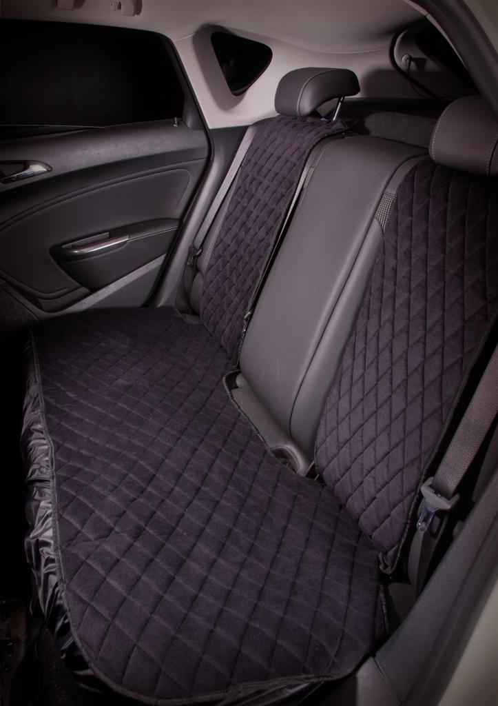 Накидка на сиденье Airline, задняя, цвет: черный, 3 предмета98298123_черныйНакидки сшиты из износоустойчивой ворсовой мебельной ткани и защищают штатную обивку от истирания и выцветания. Идеально подходят к кожаному салону, обеспечивая комфортную температуру при контакте с сиденьем в холодную и жаркую погоду, а стеганый дизайн придает салону домашний комфорт и уют. Благодаря своей форме накидки позволяют без затруднений надевать их на кресла любого типа, не прибегая к демонтажу подголовников и подлокотников, а так же не препятствует раскрытию подушек безопасности. Все модели, имеют универсальную систему крепления позволяющую применять изделие на 99% существующего автопарка России.Размер - УниверсальныйЦвет - ЧерныйСостав - полиэстер, хлопок, вспененный полиуретанКомплект состоит из накидок на заднее сиденье из трех частей.Преимущества: Защищает обивку автомобильных сидений от истирания;Износостойкая ворсовая ткань;Удобные застежки на направляющие подголовника;Универсальное крепление и размер