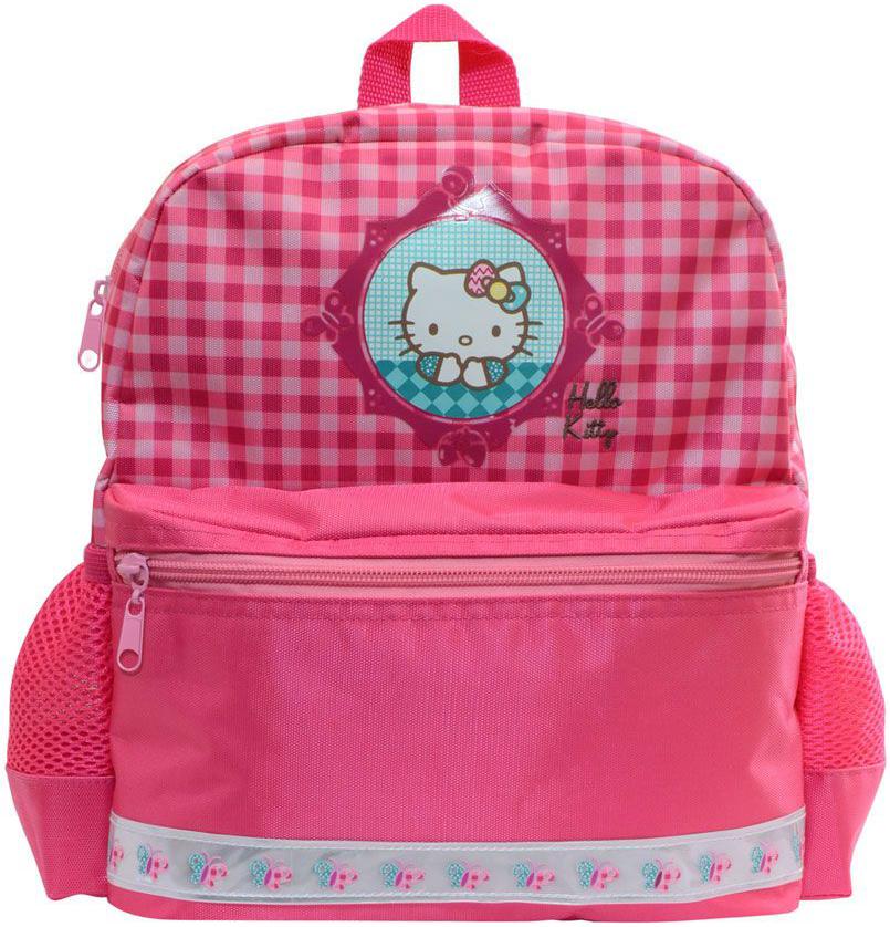 Action! Рюкзак Hello KittyHKO-AKB0014/1Рюкзачок Action! Hello Kitty оптимально подойдет вашей юной моднице для прогулок, занятий в кружке или спортивной секции. Он имеет стильный дизайн, компактный размер и легкий вес. Спинка рюкзака мягкая. Рюкзак имеет одно основное отделение на молнии. На лицевой стороне имеется один большой карман на молнии, размером 27х16х2,5 см. Карман имеет горизонтальную светотражающую полоску. По бокам рюкзака имеются два кармана из сетки. Уплотненные задние лямки регулируются снизу и имеют светоотражающие полоски безопасности. Удобная тканевая ручка в виде петельки помогает носить аксессуар в руке или размещать на вешалке. Порадуйте свою малышку таким замечательным подарком!