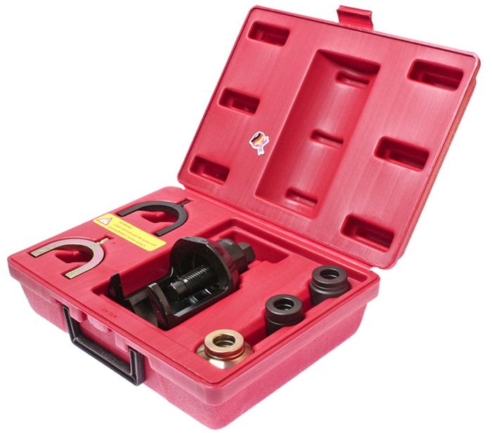 JTC Набор для снятия верхних шаровых опор передней подвески Volkswagen, Audi. JTC-1305CA-3505Применение: для автомобилей Фольксваген (Volkswagen), T4 с дизельным и бензиновым двигателем объемом 2.0 л. и 2.4 л. Все работы выполняются прямо на автомобиле без демонтажа рычагов подвески. Упаковка: прочный переносной кейс. Габаритные размеры: 320/230/115 см. (Д/Ш/В) Вес: 3836 гр.