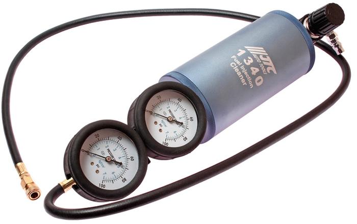 JTC Устройство для очистки топливной системы, с двумя манометрами. JTC-1340CA-3505Способ применения: Проверьте давление в топливной системе двигателя. Затем выставите такое же значение давления в устройстве для очистки топливной системы. И только после этого откройте клапан и приступайте к очистке топливной системы.Диапазон измерений: 0-100 psi (0-7 кгс/см). Емкость бака: 600 мл. Габаритные размеры: 455/130/110 мм. (Д/Ш/В) Вес: 2466 гр.