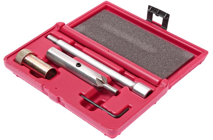 JTC Набор для чистки и притирки посадочных мест форсунок (двиг. 2.0 TDI группы VAG). JTC-4051RC-100BWCПодходит для двигателей 2,0 TDI группы VAG. Предназначен для очистки контактной поверхности между форсунок и ГБЦ во время замены. В комплект входит резчик с рукояткой, которая используется для точной притирки седла форсунки. Для чистки глубоких посадочных мест применяется резак с удлинителем. Упаковка: прочный пластиковый кейс. Габаритные размеры: 190/105/40 мм. (Д/Ш/В) Вес: 509 гр.