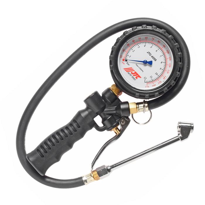 JTC Манометр шинный многофункциональный до 170PSI. JTC-4058LJTC-4058LМанометр с рукоятью и ручным клапаном. Выполняет три функции: проверка давления, сбрасывает давление до нужного значения, накачивает до нужного значения.Большой (80 мм.) датчик, с функцией вращения на 360°.Длина трубки: 600 мм. Прибор обладает легким весом: 630 гр. Погрешность: до 110psi: +-2psi: более 110psi: +-4psi.Давление: 170psi/12бар (1200кПа). Габаритные размеры: 190/90/40 мм. (Д/Ш/В) Вес: 434 гр.