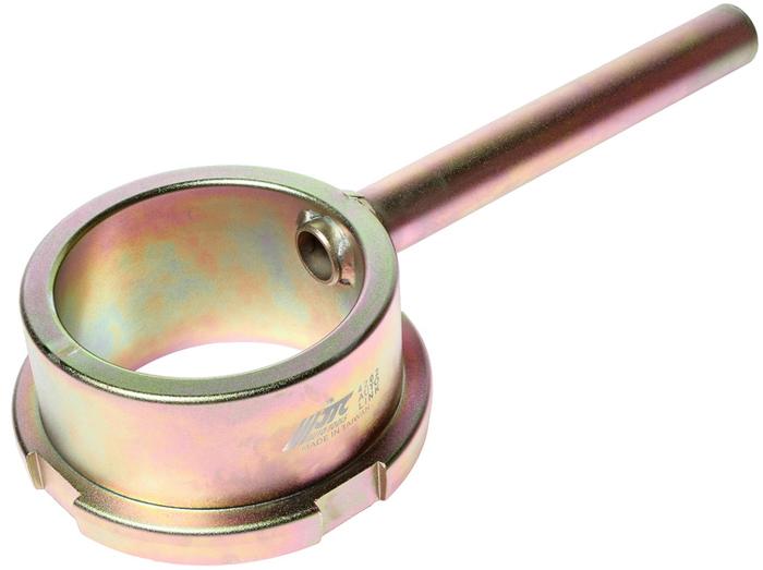 JTC Фиксатор шкива коленвала (MERCEDES двиг. M272, 273). JTC-4202CA-3505Применяется для фиксации шкива коленвала от проворачивания во время откручивания центрального болта. Применение: Мерседес (Mercedes-Benz) двиг. M272, 273. Габаритные размеры: 120/60/30 мм. (Д/Ш/В)Вес: 2000 гр. ПОДРОБНАЯ ВИДЕОИНСТРУКЦИЯ