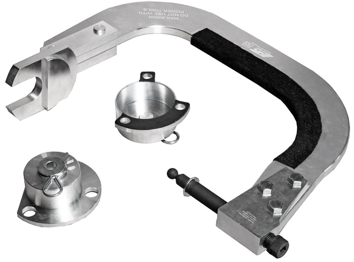 JTC Приспособление для сжатия пружин передней подвески (VOLVO S60, S80, V70, XC70, XC60, XC90). JTC-4215CA-3505Применяется для фиксации передней подвески во время замены ступицы, шаровой опоры или подшипника.Служит для предотвращения обратного хода пружины.Применение: Вольво (Volvo): S60 (01~10), S80 (99~06), V70 (00~07), XC70 (02~07) , XC60 (09~), XC90 (03~). Оригинальный номер ОЕМ: 9997256. Габаритные размеры: 755/555/145 мм. (Д/Ш/В)Вес: 15000 гр. ПОДРОБНАЯ ВИДЕОИНСТРУКЦИЯ