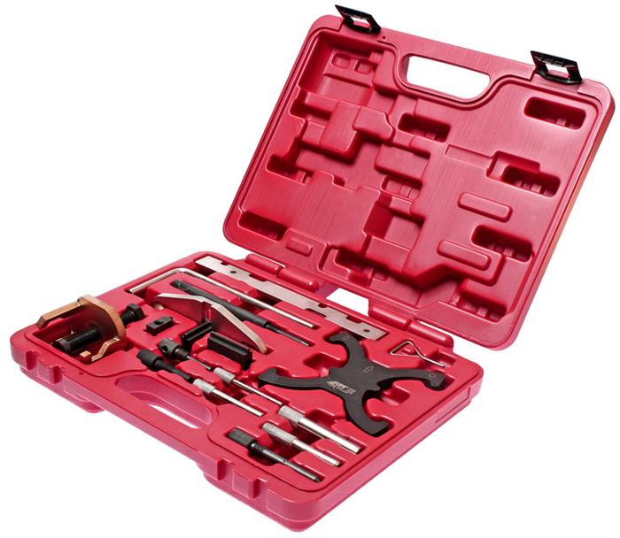 Набор фиксаторов коленвала и распредвала JTC для Ford / Mazda. JTC-4234YT-06914Набор фиксаторов коленвала и распредвала JTC позволяет проводить корректную установку фаз ГРМ двигателя при замене приводного ремня. Набор упакован в прочный переносной кейс.Применение:Бензиновый двигатель Ford, Duratec: 1.25, 1.4, 1.6, 1.7, 1.8 и 2.0 с двумя распредвалами 16V.Дизельные двигатели Ford, Duratorg: 1.4, 1.6, 1.8, 2.0 TDCI.Mazda: двигатель PSA1.4, 1.6HDI.Комплектация:Фиксатора шестерни ТНВД (2 шт.) (5,8 мм). ОЕМ 21-260 / 303-732Фиксатор коленчатого вала. ОЕМ 21-163 / 303-620Фиксатор коленчатого вала. ОЕМ 21-210 / 303-507Фиксатор коленчатого вала. ОЕМ 21-104 / 303-193Фиксатор маховика. ОЕМ 21-168 / 303-393Съемник шестерни распределительного вала. ОЕМ 21-229 / 303-651Установочная планка для распределительных валов. ОЕМ 21-162B / 303-376 / 303-376BФиксатор маховика (9,4 мм). ОЕМ 21-262 / 303-734Фиксатор ролика натяжителя ремня Ford. ОЕМ 303-1054Фиксатор коленчатого вала Ford. ОЕМ 303-748Фиксатор шестерни распределительных валов Ford. ОЕМ 303-1097Фиксатор маховика. ОЕМ 303-1059Фиксатор шестерни распределительного вала (8 мм). ОЕМ 0194B / 21-263 / 303-735
