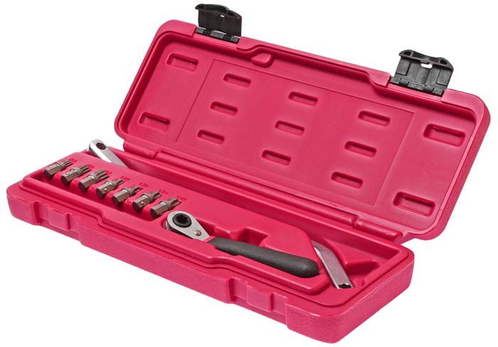 JTC Набор для снятия и установки дверей (VW, AUDI, MERCEDES и др.), 9 предметов. JTC-4754CA-3505В комплект входит специальный изогнутый ключ, предназначенный для затягивания/откручивания болтов дверных петель. Также может применяться для регулировки задней оси. В комплекте: Биты - 7 шт.: М8, М10, М12, Т30, Т40, Т45, Т50. Специальный изогнутый ключ 8 мм. - 1шт. Трещотка 45 ° 8 мм. - 1 шт.Применение: Мерседес (Mercedes-Benz), БМВ (BMW),Фольксваген (Volkswagen) и др. Упаковка: прочный пластиковый кейс.Габаритные размеры: 330/140/50 мм. (Д/Ш/В)Вес: 929 гр.