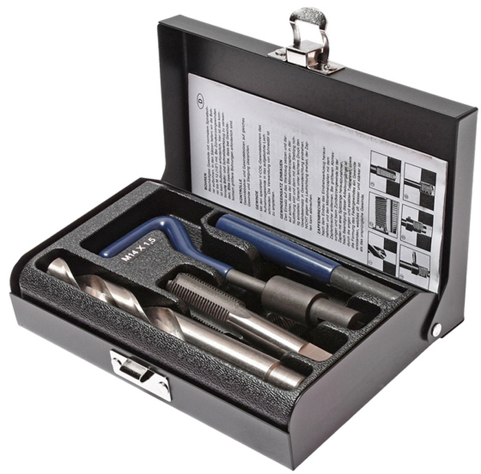 JTC Набор для восстановления резьбы (вставки M14x1,5, длина 21 мм, 5 шт), 9 предметов. JTC-4789CA-3505В комплекте 9 предметов В комплект входят: сверло, метчик, установочный инструмент, инструмент для обламывания хвостовика, резьбовые вставки Размеры: М14х1.5 Длина: 21 мм. Количество резьбовых вставок: 5 шт. Упаковка: прочный пластиковый кейс.Габаритные размеры: 165/110/35 мм. (Д/Ш/В) Вес: 705 гр.