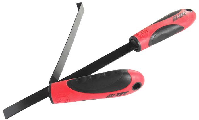 JTC Съемник стекла фары. JTC-5002RC-100BWCВ комплект входит 2 инструмента:Прямое приспособление состоит из двух рабочих частей (пластикового и металлического ножа). Предназначено для отделения стекла от герметика (образования зазора). Приспособление в форме крюка используется для отделения стекла от блока фары. Применение данного инструмента позволяет отделить стекло от блока фары без повреждений. Габаритные размеры: 380/178/45 мм. (Д/Ш/В)Вес: 3400 гр.