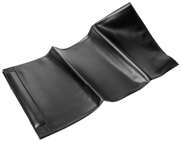 JTC Накидка защитная магнитная на крыло. JTC-AM12CA-3505Если вы не хотите испачкать или повредить крыло автомобиля при его ремонте, то данная накидка будет незаменимым помощником. А главное ее преимущество то, что она магнитная и вам не придется ее постоянно поправлять или поднимать с земли.Описание Прочная длинная накидка из пено-винила защищает лакокрасочное покрытие автомобиля во время проведения ремонтных работ. Оснащена тремя магнитами. Размеры: 890х580 мм. Материал: ПВХ. Количество в оптовой упаковке: 25 шт. и 50 шт. Габаритные размеры: 320/200/20 мм. (Д/Ш/В) Вес: 375 гр.