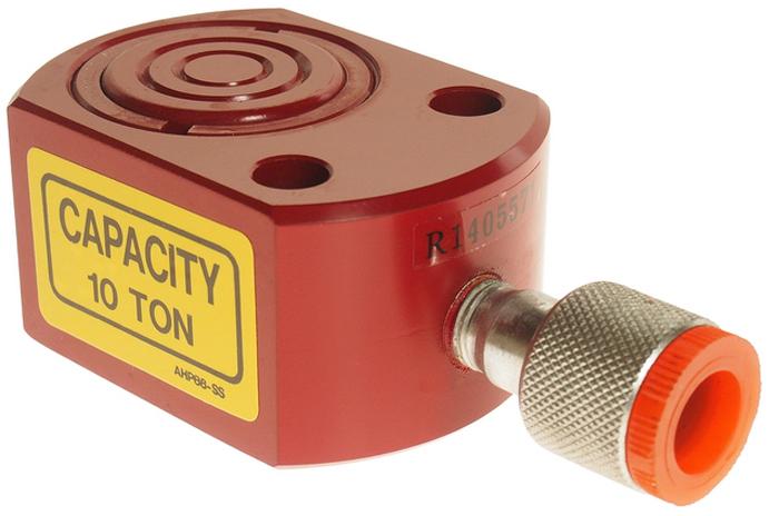 """JTC Гидроцилиндр, усилие 10 т. JTC-RC101JTC-RC205Все модели изготовлены из среднеуглеродистой стали методом литья, что обеспечивает надежную эксплуатацию даже при работе в производственных условиях.Гидроцилиндры оснащены возвратными пружинами, которые обеспечивают продолжительную эксплуатацию при повышенных нагрузках.Хромированная поверхность поршня противостоит коррозии и механическим повреждениям.К гидроцилиндрам предлагается широкий ассортимент аксессуаров для крепления на штоке, корпусе либо основании цилиндра, что делает устройство еще более универсальным.Снабжены быстросъемными соединителями. Усилие: 10 т.Ход штока: 7/16"""".Объем масла на цикл: 17.5 см3.Внутренний диаметр цилиндра: 45 мм.Длина с задвинутым штоком: 43 мм.Длина с выдвинутым штоком: 54 мм.Быстрый возврат: нет.Внешний диаметр поршня: 22.2 мм.Внешний диаметр цилиндра: 57 мм.Штуцер: 1/4 NPT"""