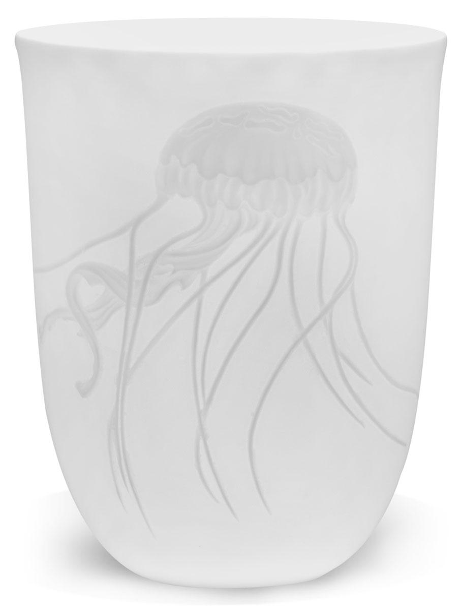 Стакан Folke Deep Ocean. Медуза, 475 млVT-1520(SR)Бренд Folke выпустил новую коллекцию стаканов Deep Ocean из тончайшего фарфора с дизайном в морской тематике. Тонкая работа мастеров-художников по фарфору воплотила в одной линии изделий две концепции легкости и изящества. Рельефные узоры в виде обитателей морских глубин дополняют собой изысканный дизайн почти невесомого классического материала. Гладкие формы предметов в традиционном белом исполнении украшены сюжетами жизни морской фауны.