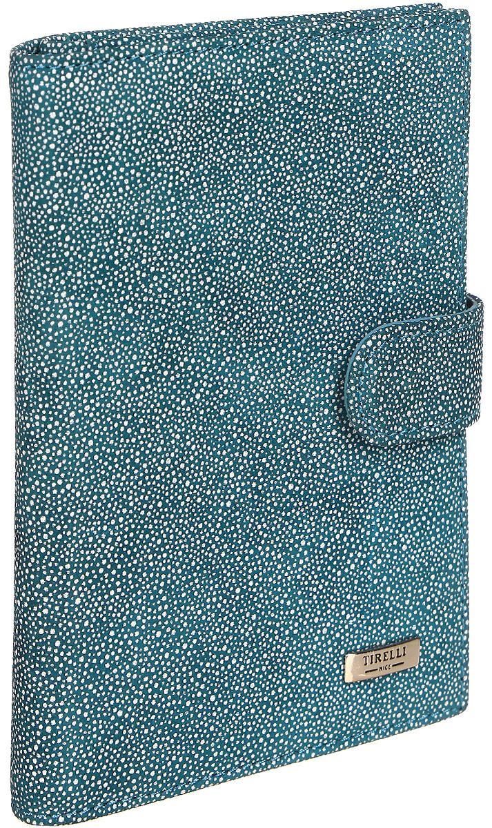 Обложка для автодокументов женская Tirelli, цвет: синий, белый. 15-331-28W16-12123_811Обложка для автодокументов изготовлена из натуральной кожи, закрывается хлястиком на кнопку, раскладывается пополам.Внутри содержится съемный блок из 5 прозрачных пластиковых файлов для автодокументов, четыре кармашка для пластиковых карт, открытый карман из кожи. Имеется специальное отделение для паспорта.Стильный бумажник не только защитит ваши документы, но и станет стильным аксессуаром, подчеркивающим ваш образ.