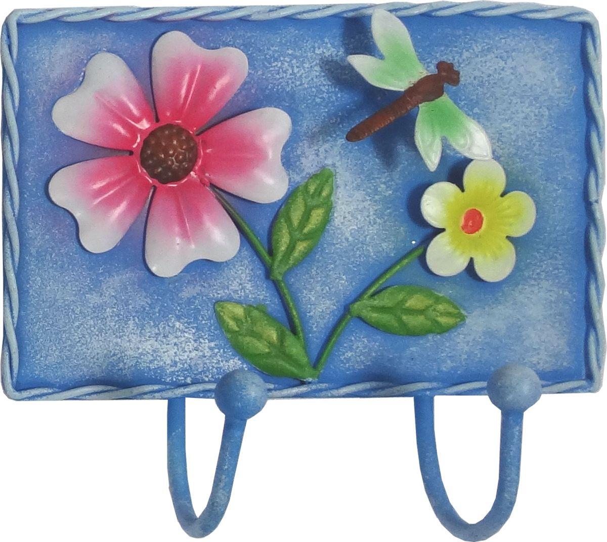 Вешалка-крючок Magic Home, двойной, цвет: синий. 43885DEN-22Вешалка-крючок Голубая (13,8х12,5см). Крючки настенные изготовлены из жести и оформлены красочным изображением. Вешалка имеет 2 крючка. Это изделие больше, чем просто крючки, это оригинальное интерьерное решение, которое задает настроение и стиль. Изделие не боится повседневной эксплуатации и будет служить долго.