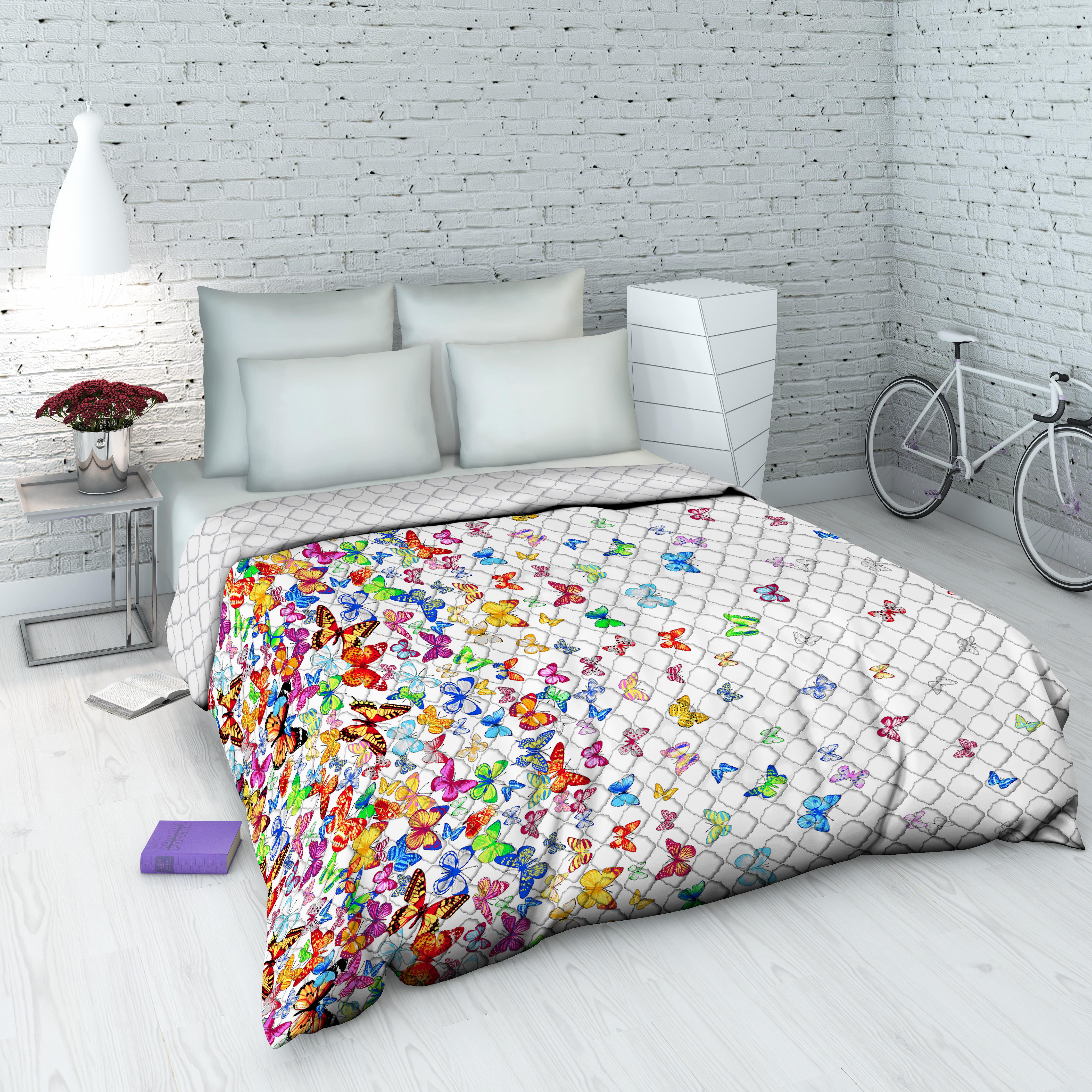 Покрывало Василиса На даче, 145 х 205 см, цвет: белыйES-412Декоративное стеганое покрывало из хлопка - привычный аксессуар для многих спален. Приятное на ощупь и красивое на вид. Может использоваться как покрывало в интерьере гостиных, детских, спален (особенно в загородных домах), так и в качестве облегченного одеяла в летний сезон. Чехол - бязь, 100% хлопок, наполнитель - силиконизированное волокно.