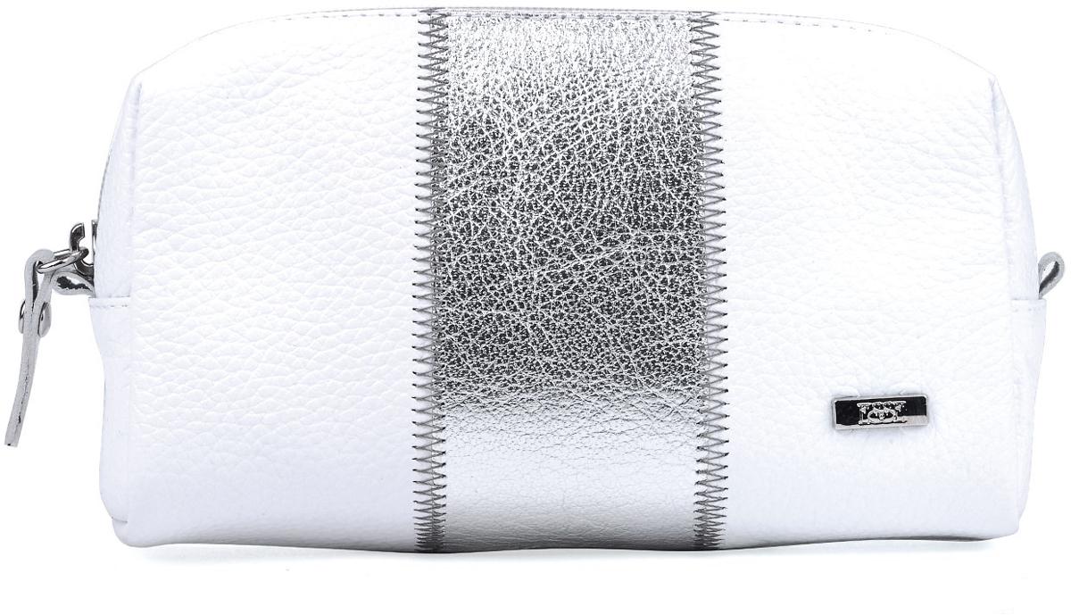 Косметичка женская Esse Эстелла, цвет: серебро, белый. GEST00-00ML00-FD403O-K101BM8434-58AEКосметичка изготовлена из натуральной кожи, детали соединены декоративной строчкой. Имеет компактный размер, но вместе с тем, достаточно вместительная. Закрывается на молнию