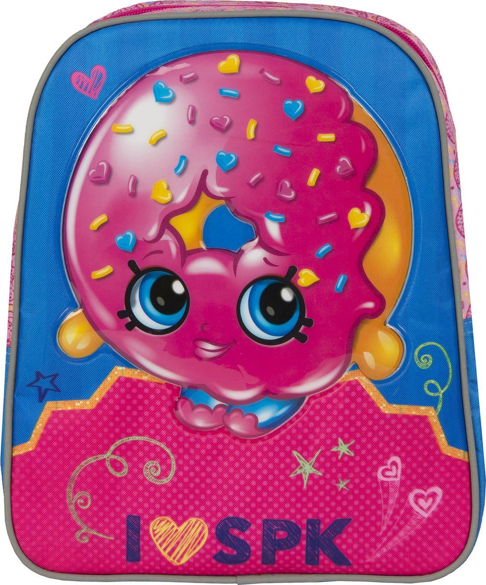 Shopkins Рюкзак дошкольный Шопкинс Пончик цвет синий розовый72523WDРюкзачок средний Шопкинс. Пончик оптимально подойдет вашей юной моднице для прогулок, занятий в кружке или спортивной секции. Он имеет стильный дизайн, компактный размер и легкий вес, а в его вместительном внутреннем отделении на молнии легко поместятся все необходимые вещи, в том числе предметы формата А4. Мягкие регулируемые лямки шириной 6 см берегут плечи от натирания, а светоотражающие элементы, размещенные на них, повышают безопасность ребенка, делая его заметнее на дороге в темное время суток. Удобная ручка помогает носить аксессуар в руке или размещать на вешалке. Износостойкий материал с водонепроницаемой основой и подкладка обеспечивают изделию длительный срок службы и помогают держать вещи сухими в дождливую погоду. Рюкзачок декорирован объемной, блестящей аппликацией PVC и ярким принтом (сублимированной печатью), устойчивым к истиранию и выгоранию на солнце. Порадуйте свою малышку таким замечательным подарком!