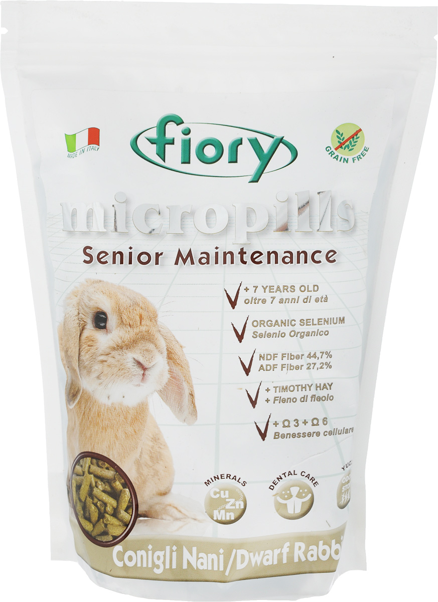 Корм сухой Fiory Micropills Dwarf Rabbits для карликовых кроликов старше 7 лет, 850 г6355Корм сухой Fiory Micropills Dwarf Rabbits - это повседневный сбалансированный корм для декоративных кроликов старше 7 лет.Корм содержит сено третьего укоса с более низким энергетическим показателем, витамины и хелатные минералы, органический селен 2,2 мг/кг. Не содержит зерно. Кварц в составе позволяет стачивать зубы. NDF-клетчатка 44,7% и ADF-клетчатка 27,2% в составе корма - это полезная клетчатка, потребляемая кроликами в природе.Комплекс нутрицевтиков для правильного развития: дрожжи, инулин цикория, ФОС, продукты растительного происхождения, бета-глюканы, нуклеотиды, юкка Шидигера, масло огуречника (Омега-6) и жирные кислоты (Омега-3 DHA+EPA+DPA).Корм выполнен в виде гранул одинакового размера. Исключает пищевое селективное поведение. Упаковка с замком зип-лок надолго сохранит корм свежим. Товар сертифицирован.