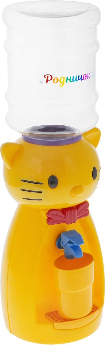 Мини-кулер для воды и сока Родничок Кошка, цвет: желтый, 2 л4630003364517Детский мини-кулер Родничок Кошка выполнен из экологически чистого пластика. Изделие не греет и не охлаждает воду, поэтому вы можете не беспокоиться, что ребенок обожжется или простудит горло. Соки, компоты, отвары трав в этом кулере будут для малыша более привлекательны, чем лимонад и другие вредные для организма напитки.Кроха с удовольствием будет наливать напиток из кулера в небольшой стаканчик совсем как взрослый. Ребенок станет потреблять больше жидкости. Вам не придется уговаривать его выпить молоко или компот.Изделие легкое и компактное, поэтому его можно взять с собой на дачу или на пикник. Яркий дизайн, сочные цвета и веселый персонаж сделают такой кулер украшением стола на детском празднике.Стакан входит в комплект.Высота мини-кулера (с учетом бутылки): 50 см. Размер стаканчика: 6,5 х 5 х 8,5 см. Высота бутылки: 18 см.