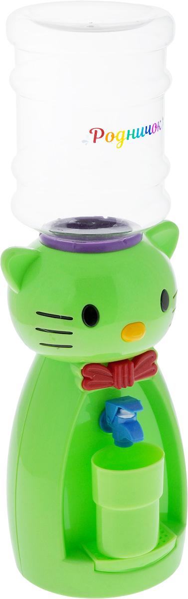 Мини-кулер для воды и сока Родничок Кошка, цвет: зеленый, 2 лVT-1520(SR)Детский мини-кулер Родничок Кошка выполнен из экологически чистого пластика. Изделие не греет и не охлаждает воду, поэтому вы можете не беспокоиться, что ребенок обожжется или простудит горло. Соки, компоты, отвары трав в этом кулере будут для малыша более привлекательны, чем лимонад и другие вредные для организма напитки.Кроха с удовольствием будет наливать напиток из кулера в небольшой стаканчик совсем как взрослый. Ребенок станет потреблять больше жидкости. Вам не придется уговаривать его выпить молоко или компот.Изделие легкое и компактное, поэтому его можно взять с собой на дачу или на пикник. Яркий дизайн, сочные цвета и веселый персонаж сделают такой кулер украшением стола на детском празднике.Стакан входит в комплект.Высота мини-кулера (с учетом бутылки): 50 см. Размер стаканчика: 6,5 х 5 х 8,5 см. Высота бутылки: 18 см.