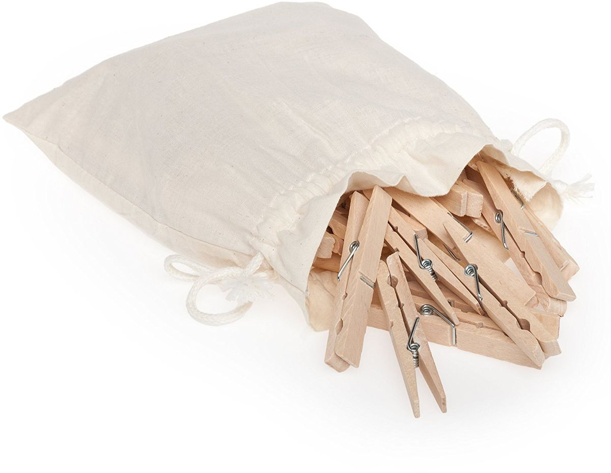 Прищепки Redecker Jumbo, в мешкеS03301007Классические деревянные прищепки для белья, с которыми не могут соперничать современные пластиковые приспособления. Изготовлены из необработанной древесины бука. Большие и надежные прищепки с сильной нержавеющей спиральной пружиной внутри надежно зафиксируют тяжелые и объемные вещи. Продаются в хлопковом, удобном для хранения мешочке. В наборе 20 штук. Длина прищепки - 9 см.