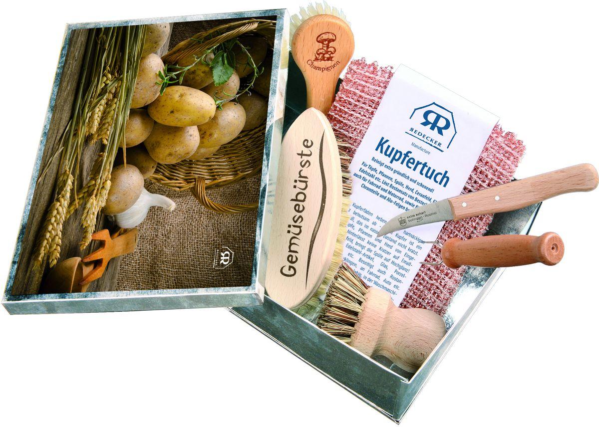 Набор для чистки овощей RedeckerSVC-300Набор для чистки овощей, который пригодится каждому, кто любит и умеет готовить! Все необходимые инструменты помещаются в одной металлической коробке с крышкой. В набор входят специальная щетка для чистки грибов, вилочка для горячего картофеля, нож-пиллер для отварных овощей, щетка для чистки овощей, а также щётка для чистки кастрюли и медные тряпочки для уборки. Теперь такие деликатные процессы, как чистка горячего картофеля или отварных овощей не принесут лишних забот. Все инструменты выполнены из натуральных материалов - необработанной древесины и сочетания жесткой и мягкой щетины. Медные тряпочки легко справятся с сильными загрязнениями на кухне, а для посуды предусмотрена удобная щётка. На кухне всегда будет чистота и порядок. Маленькие предметы для больших кулинарных подвигов.Размер коробки - 16,5 х 22, 5 х 7 см. Идеальный подарок для себя и близких.