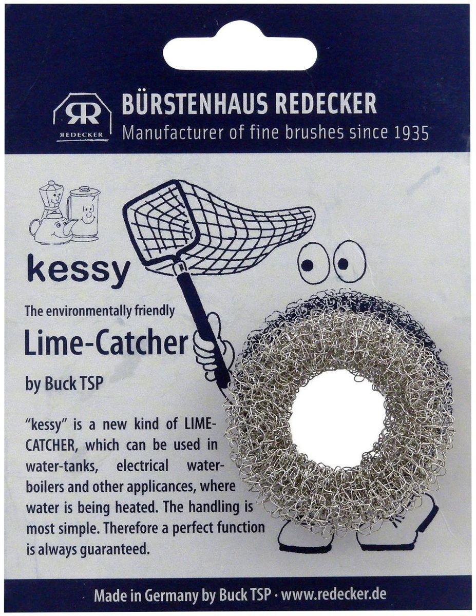 Кольцо для удаления накипи Redecker Kessy, диаметр 4,5 см97526Кольцо для удаления накипи Kessy - один из самых безопасных и экологичных способов очистить чайник от нежелательного осадка. Оно выполнено из нержавеющей стали, имеет компактный размер и подходит для многоразового использования. Просто поместите кесси внутрь емкости и немного подождите. Через некоторое время кольцо начнет белеть - это значит, содержащий в воде налет оно впитало в себя. После использования высушите кольцо и постучите по нему - вся собранная накипь осыпется, а Kessy можно будет использовать снова. Подходит для чайников, кастрюль, бойлеров и любых емкостей с нагревательными элементами. Диаметр - 4,5 см.