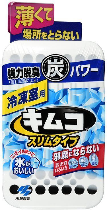 Поглотитель запахов Kobayashi, для морозильной камеры холодильника, 26 гВетерок 2ГФПоглощает неприятные запахи в морозильной камере благодаря угольному фильтру, обработанному высокотемпературным паром и имеющему повышенную адсорбирующую способность. Сохраняет вкусовые качества льда: при замораживании вода не впитывает посторонние запахи (в отделении для заморозки льда). Не содержит ароматизаторов, поэтому не влияет на вкусовые качества продуктов. Многочисленные отверстия в корпусе усиливают эффект действия поглотителя. Корпус поглотителя изготовлен из безопасных для длительного использования материалов. Способ применения: Удалите внешнюю защитную плёнку. Впишите год и месяц начала использования поглотителя (в пустые квадраты наклейки на верхней части корпуса). Поместите поглотитель в морозильную камеру холодильника. Замените поглотитель на новый через шесть месяцев после начала использования. Внимание при применении: Не для приёма внутрь. Храните в недоступных для детей местах. Используйте строго по назначению. Срок действия поглотителя: шесть месяцев для морозильной камеры объёмом до 100 л. Применение: для поглощения неприятных запахов в морозильной камере холодильника. Состав: более 30% - активированный уголь, менее 5% - фосфорная кислота.