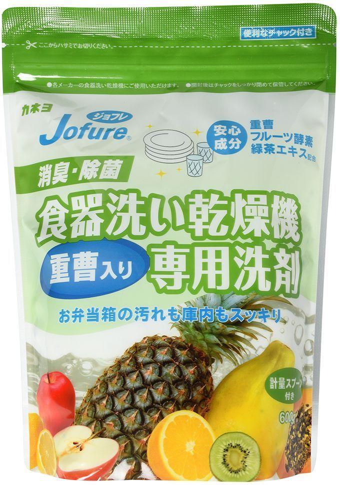 Порошок для посудомоечных машин Kaneyo Jofure, 600 г466335Перед использованием данного средства внимательно прочтите инструкцию к вашей посудомоечной машине. • Благодаря фруктовым ферментам в составе, порошок тщательно удаляет стойкие загрязнения. Синие гранулы и двойной ферментный компонент (фермент белка и фермент крахмала) эффективно справляются с прилипшими частицами пищи. • Порошок обладает приятным фруктовым ароматом. За счёт экстракта зелёного чая в составе, дезодорирующих и дезинфицирующих компонентов, средство устраняет неприятный запах в посудомоечной машине. • Можно использовать для разных типов посудомоечных машин. Перед применением: Перед помещением в посудомоечную машину удалите с поверхности посуды крупные прилипшие или пригоревшие остатки пищи. Каждый раз при использовании удаляйте остатки пищи на фильтре. После использование, закройте упаковку и храните в сухом месте. Дозировка: Для выбора нужного количества средства пользуйтесь таблицей и мерной ложечкой (1 ложка = 4,5 г) *Используйте дозировку согласно размеру вашей машины. *При сильно загрязненной посуде рекомендуется увеличить количество средства в 1,5 раза. Не подходит для: лакированной посуды; хрусталя, серебряной посуды, алюминиевой посуды, посуды с золотыми или серебряными вкраплениями. Внимание при использовании: При попадании средства в глаза, промойте их обильным количеством воды. При попадании на кожу, сразу же смойте. Если вы случайно выпили средство, запейте его 1-2 стаканами молока или воды. При ухудшении самочувствия обратитесь к врачу. Применяйте строго по назначению. Храните в недоступных для детей местах. Состав: от 5 до 15%: смягчитель воды (цитраты), ПАВ (неионный) (щелочные компоненты - карбонат, силикат, сода - менее 2%), менее 5%: отбеливатель (ферментный), регулятор процесса (сульфаты), ферменты (фруктовые), экстракт зелёного чая, экстракты фруктов, активатор отбеливания. Слабощелочное средство.