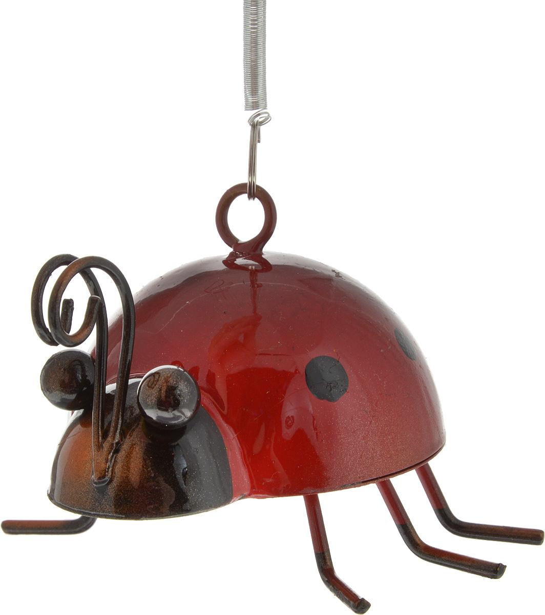 Украшение декоративное подвесное Феникс-Презент Божья коровка, 10 х 10 х 38 смNLED-454-9W-BKПодвесное декоративное украшение Феникс-Презент Божья коровка, выполненное из черного окрашенного металла, отлично подойдет для дизайна дачного участка. Изделие оснащено пружиной с петелькой для удобного подвешивания. Такое украшение создаст правдоподобную декорацию живой природы.Декоративные садовые фигурки представляют собой последний штрих при создании ландшафтного дизайна дачного или приусадебного участка. Подвесное декоративное украшение Феникс-Презент Божья коровка поднимет настроение вам, вашим друзьям и родным, а также станет отличным подарком.Размер украшения (без учета петельки с пружиной): 10 х 10 х 6 см.Максимальная высота украшения за счет пружины: 30 см.