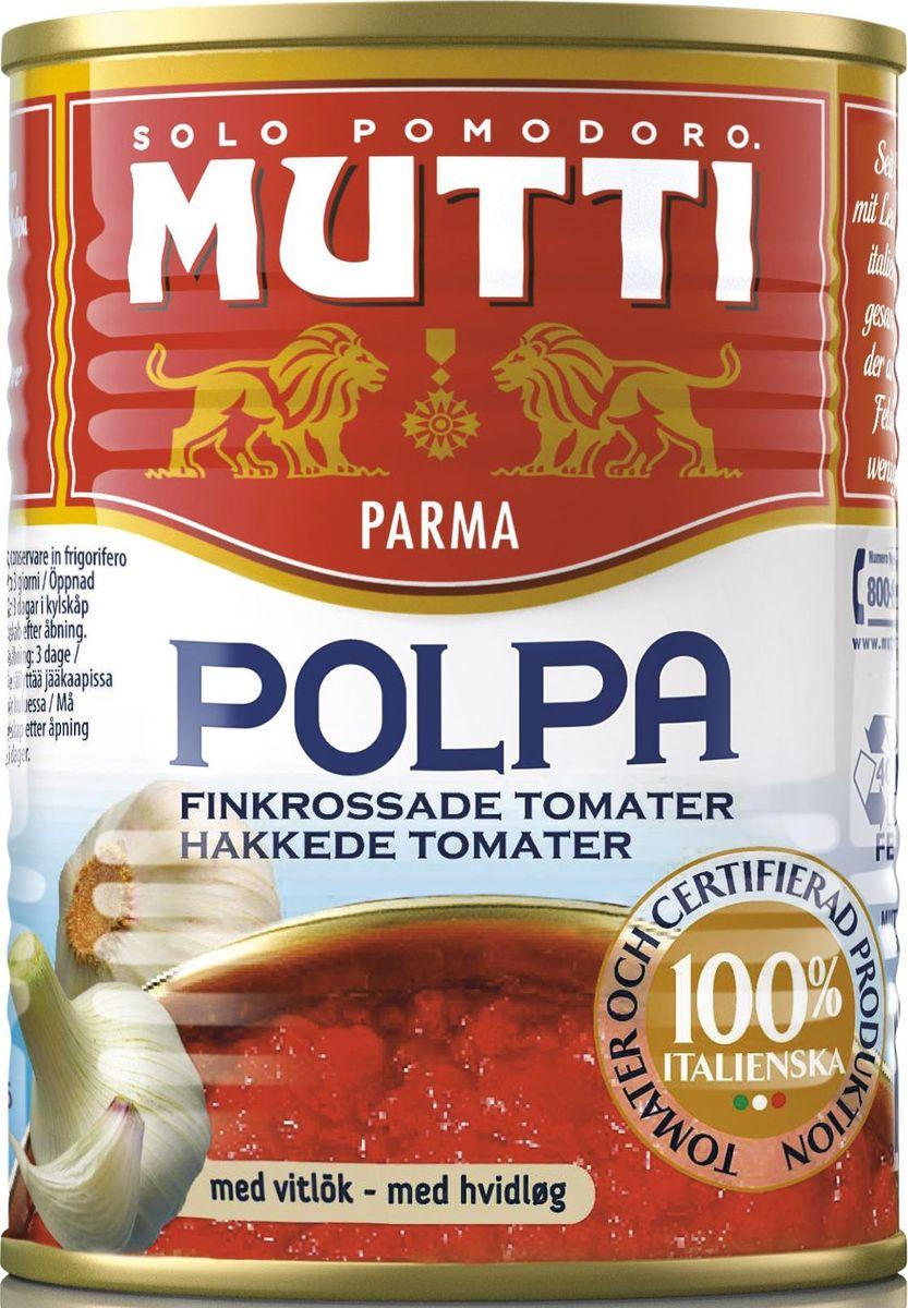 Mutti Томаты резаные кубиками в томатном соке с чесноком, 400 г0120710Томаты резаные кубиками в томатном соке с чесноком Мутти изготавливаются без использования добавок и консервантов, что позволяет продукту сохранять оригинальные органолептические качества. Высокая однородность продукта позволяет ему равномерно смешиваться с блюдом и подчеркнуть вкус основного блюда. Томаты Polpa используются как для приготовления горячих блюд, так и в сыром виде. Идеально сочетается с макаронными изделиями, благодаря насыщенному вкусу, Polpa идеально подходит для приготовления блюд в духовке. История компании Мутти началась в 1899 году, в регионе Эмилия Романья, которая с давних времен славится своей изысканной кухней.Компания Мутти – производитель, прошедший путь от небольшой сельскохозяйственной фабрики до крупного производителя с мировым именем благодаря высшему качеству продукции и любви к своему делу.Превознести томат до самых его вершин… - в этой фразе раскрывается суть компании Мутти, поэтому сегодня, также как и в прошлом, с той же страстью и вниманием семья Мутти производит высококачественную продукцию, разрабатывая новые рецепты и совершенствуя вкус томатов. Семьей Мутти придумана томатная паста в тюбиках, томатный уксус, первыми были выпущены на рынок резанные кубиками томаты (polpa), секрет производства которых держится в строжайшей тайне.Компания Мутти стала первой среди производителей выпускать всю продукцию под знаком интегрированная и сертифицированная продукция.Pomodorino dOro - приз за лучший урожай. Ежегодно 200 крестьян соревнуются в качестве помидоров.
