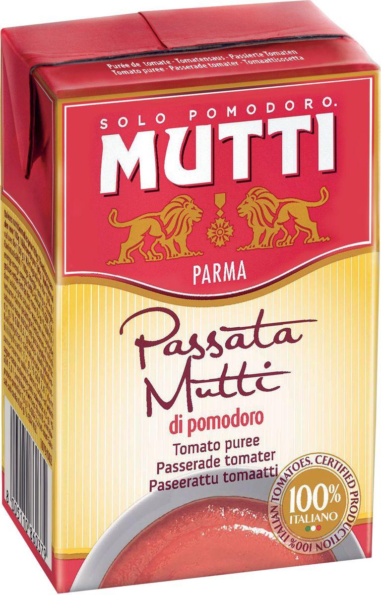 """Mutti Томаты протертые, 390 г0120710Томаты протертые являются одним из традиционных блюд средиземноморской кухни.Для приготовления пассаты используются итальянские помидоры высшего качества с небольшим количеством семян и минимальным содержанием воды. Пассата, производимая компанией Mutti"""", отличается ярким красным цветом, насыщенным ароматом и однородностью консистенции. Протертые томаты от компании Мутти имеют насыщенный красный цвет, кремообразную бархатистую консистенцию и являются прекрасной основой для первых и вторых блюд. История компании Мутти началась в 1899 году, в регионе Эмилия Романья, которая с давних времен славится своей изысканной кухней.Компания Мутти – производитель, прошедший путь от небольшой сельскохозяйственной фабрики до крупного производителя с мировым именем благодаря высшему качеству продукции и любви к своему делу.Превознести томат до самых его вершин… - в этой фразе раскрывается суть компании Мутти, поэтому сегодня, так же как и в прошлом, с той же страстью и вниманием семья Мутти производит высококачественную продукцию, разрабатывая новые рецепты и совершенствуя вкус томатов. Семьей Мутти придумана томатная паста в тюбиках, томатный уксус, первыми были выпущены на рынок резанные кубиками томаты (polpa), секрет производства которых держится в строжайшей тайне.Компания Мутти стала первой среди производителей выпускать всю продукцию под знаком интегрированная и сертифицированная продукция.Pomodorino dOro - приз за лучший урожай. Ежегодно 200 крестьян соревнуются в качестве помидоров."""