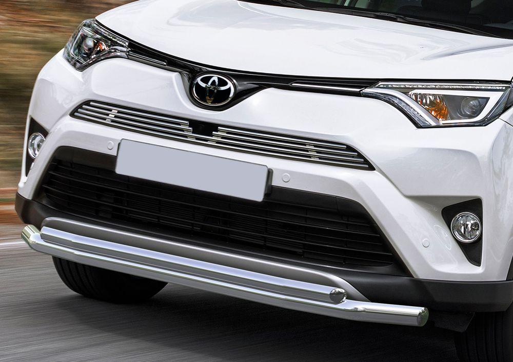 Решетка радиатора Rival для Toyota Rav 4 2015-, верхняя для автомобиля с передней камеройG.5703.002Стильная решетка радиатора Rival придает Вашему автомобилю индивидуальность и выделяет его в насыщенном городском потоке, защищает радиатор от повреждений.- Произведена из высококачественной нержавеющей стали (марка AISI 304, толщина стенки 1,5 мм, диаметр трубочек 10 мм) обеспечивает долговечную эксплуатацию. - Гарантия на сквозную коррозию и на целостность сварных швов - 5 лет.- Использование электроплазменной полировки позволяет добиться качественной равномерной зеркальной поверхности.- Простая установка в штатные места крепления не требует сверления и дополнительной доработки автомобиля. Установка занимает не более 15 минут.- Продукт сертифицирован, нет проблем с постановкой на учет.- Производство на высокоточном оборудовании позволяет изготовить индивидуальный продукт с высокой точностью повторения геометрии автомобиля.- В комплекте крепеж и инструкция по установке.Совместимость с дополнительным оборудованием и аксессуарами Rival и с большинством оригинальных аксессуаров.