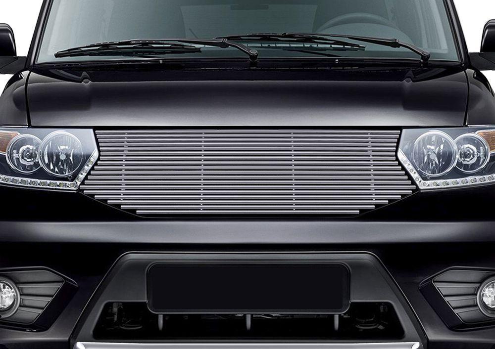 Решетка радиатора Rival для Uaz Patriot 2014-G.6301.001Стильная решетка радиатора Rival придает Вашему автомобилю индивидуальность и выделяет его в насыщенном городском потоке, защищает радиатор от повреждений.- Произведена из высококачественной нержавеющей стали (марка AISI 304, толщина стенки 1,5 мм, диаметр трубочек 10 мм) обеспечивает долговечную эксплуатацию. - Гарантия на сквозную коррозию и на целостность сварных швов - 5 лет.- Использование электроплазменной полировки позволяет добиться качественной равномерной зеркальной поверхности.- Простая установка в штатные места крепления не требует сверления и дополнительной доработки автомобиля. Установка занимает не более 15 минут.- Продукт сертифицирован, нет проблем с постановкой на учет.- Производство на высокоточном оборудовании позволяет изготовить индивидуальный продукт с высокой точностью повторения геометрии автомобиля.- В комплекте крепеж и инструкция по установке.Совместимость с дополнительным оборудованием и аксессуарами Rival и с большинством оригинальных аксессуаров.