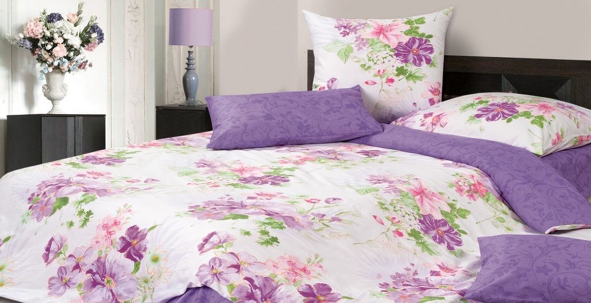 Комплект постельного белья Ecotex Гармоника Дафни, цвет: фиолетовый. Евро10503Коллекция постельного бельяГармоника от Ecotex — это уникальное сочетание мягкости и нежности благородного сатина со свежестью дизайнерских решений.Коллекция представлена десятками вариантов расцветок, среди которых можно найти как нежные пастельные решения, так и яркие стильные оттенки, паттерны и их оригинальные сочетания. Сатиновая коллекция Гармоника рассчитана на взыскательных потребителей, ценящих стиль, оригинальный дизайн, а также собственный комфорт и нежное прикосновение ткани.