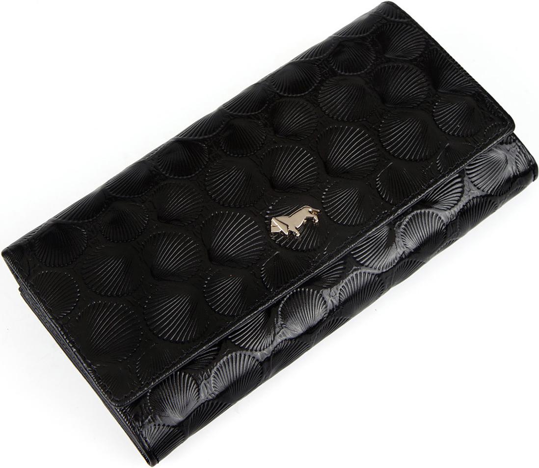Кошелек женский Labbra, цвет: черный. L054-9010-1S98156Женский кошелек торговой марки Labbra выполнен из натуральной кожи с тиснением и форменной фурнитурой. Модель закрывается широким клапаном на кнопку. В кошельке есть 3 нескладывающихся отделения для крупных купюр. Отделение для мелочи - внутри, на молнии, имеет 2 отсека. Предусмотрено 6 отделений для кредитных и дисконтных карт, карман на молнии и два открытых кармана.