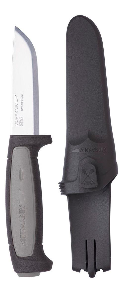 Нож туристический Morakniv Robust, цвет: черный, серый, длина лезвия 9,1 см11482Модель Morakniv Robust ориентирована на охотников и туристов. Это прочный нескладной нож из шведской углеродистой стали. Он в состоянии справиться с серьезными задачами и повседневной работой. Продается эта модель ножа вместе с практичными ножнами из пластика.В соответствии со своим названием, Morakniv Robust - крепкий и надежный нож. Клинок этой модели сделан из углеродистой стали. Этот сплав тверже нержавейки (около 59-60 единиц), а потому нож дольше не нуждается в повторной заточке. При этом, лезвие заточено ровно и гладко, что является универсальным вариантом заточки. Угол сведения составляет 25°. Длина клинка равна 9,1 см, толщина ножевой пластины - 0,32 см. Поверхность ножа гладко отполирована.Рукоятку производители изготовили из крепкого пластика. Она имеет удобную форму и длину, чтобы нож хорошо ложился в ладонь и пользователь не уставал во время работы с ним. К тому же, пластик не поддается ни одному из основных типов коррозии и хорошо себя зарекомендовал как в зимних, так и в летних условиях.Morakniv Robust - нескладной нож с жестко зафиксированным клинком. Поэтому во время транспортировки и хранения, он нуждается в дополнительной защите лезвия. Для этих целей в комплект включены пластиковые ножны, которые полностью закрывают режущую кромку. Они также могут прикрепляться на поясной ремень, чтобы нож оставался максимально доступным для использования в любое время.Общая длина ножа: 20,6 см.