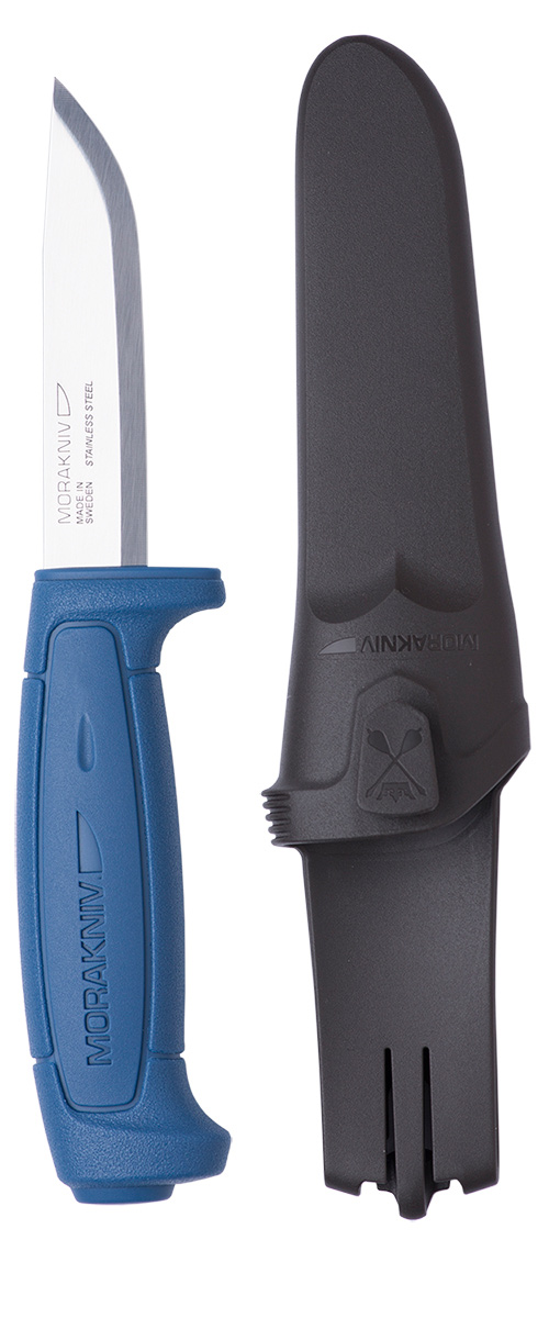 Нож туристический Morakniv Basic 546, цвет: синий, стальной, длина лезвия 9,1 см5029940При своей относительно невысокой цене, нож Morakniv Basic 546 обладает достаточно хорошими показателями. Он оснащен небольшим клинком с прямой заточкой, имеющим форму drop-point -. с понижением линии обуха, что наделяет лезвие возможностью прекрасно резать и колоть. Общая длина ножа немного превышает 20 см, а на лезвие приходится чуть больше 9 см. Толщина лезвия в обухе составляет 2 мм, что несколько меньше, чем свойственно ножам туристической направленности.Нержавеющая сталь, примененная для изготовления клинка, обладает показателем твердости 56-58 пунктов по шкале Роквелла (HRC), что, несомненно, сказывается на прочности и износостойкости последнего в лучшую сторону, однако накладывает ограничения на использование ножа для рубки. Рукоятка сделана из пластика с надписью Morakniv.Общая длина ножа: 20,6 см.
