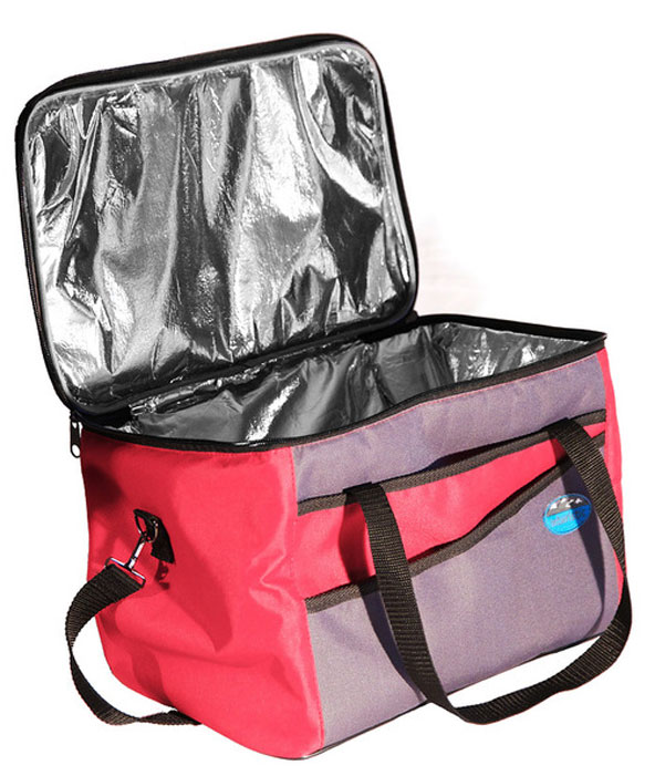 Сумка изотермическая Inturistic, цвет: серый, красный, 22,5 л102303-1Большая, удобная изотермическая сумка Inturistic, емкостью 22,5 литра, поможет сохранить длительное время температуру за счёт отражающего паро-гидроизоляционного материала и термостойкой изоляции. Сумка имеет усиленный каркас, 2 кармана и наплечный ремень.Коэффициент теплового отражения не менее 90%. Размер в рабочем состоянии: 36 х 26 х 24 см. Размер в сложенном виде: 36 х 26 х 7 см.*Наибольший эффект достигается при использовании аккумуляторов холода.