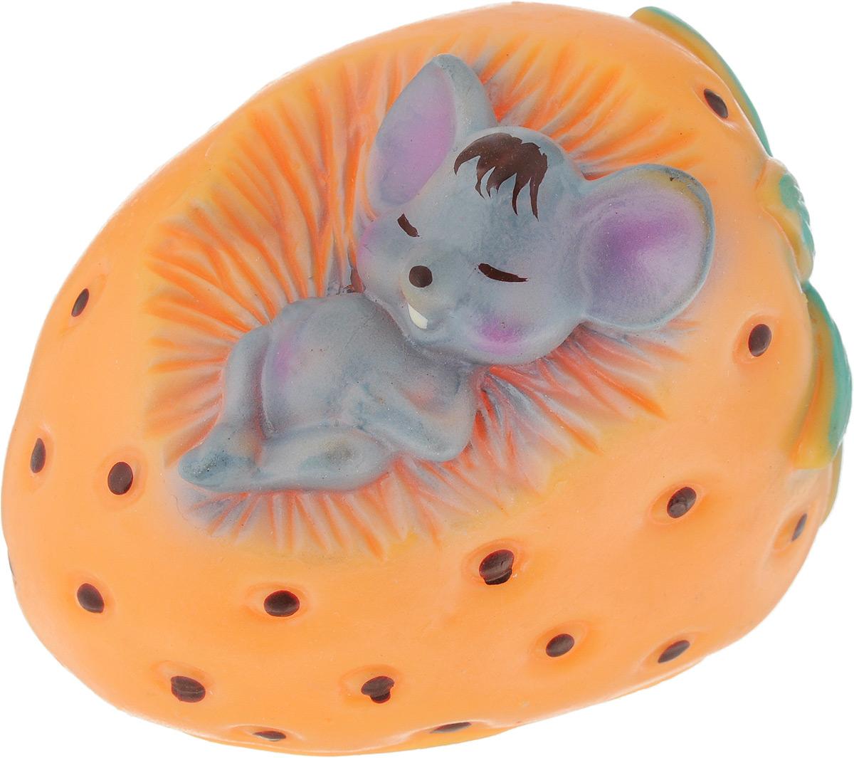 Игрушка для собак Зооник Мышь в клубнике, цвет: оранжевый, серый, зеленый, 7,5 х 10 х 11 см0120710Игрушка для собак Зооник Мышь в клубнике, выполненная из резины, отличается оригинальным дизайном. Высококачественный материал игрушки поможет ей прослужить дольше. Рельефная поверхность игрушки массирует десны, что способствует профилактике заболеваний полости рта. Игрушка оснащена пищалкой, что вызовет дополнительный интерес вашего питомца. Такая игрушка порадует вашего любимца, а вам доставит массу приятных эмоций, ведь наблюдать за игрой всегда интересно и приятно. Размер игрушки: 7,5 х 10 х 11 см.